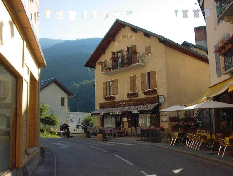 Hotel Le Doron, nous y avons mangé en terrasse le soir, agréable, pas trop de passage