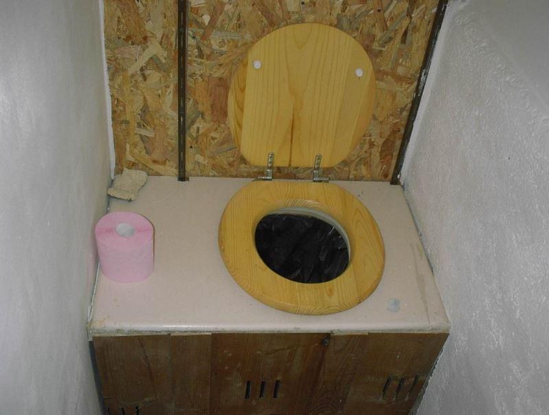 Les toilettes sèches sont-elles sèches ou archi-sèches?