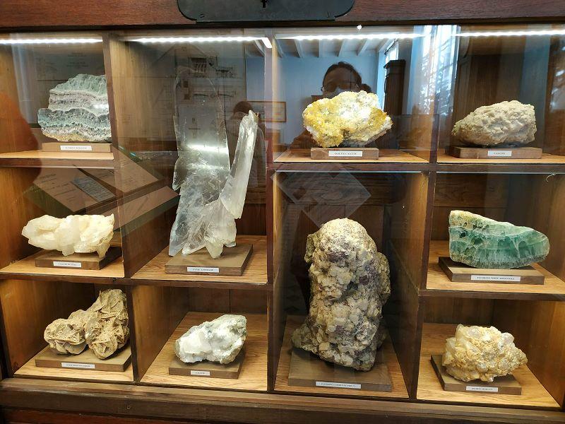 Une partie de la collection de minéraux
