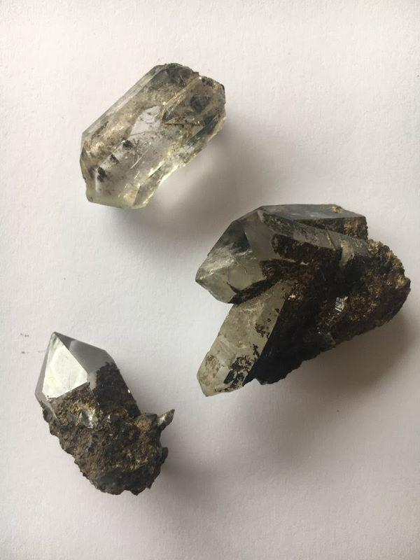 Petits cristaux isolés